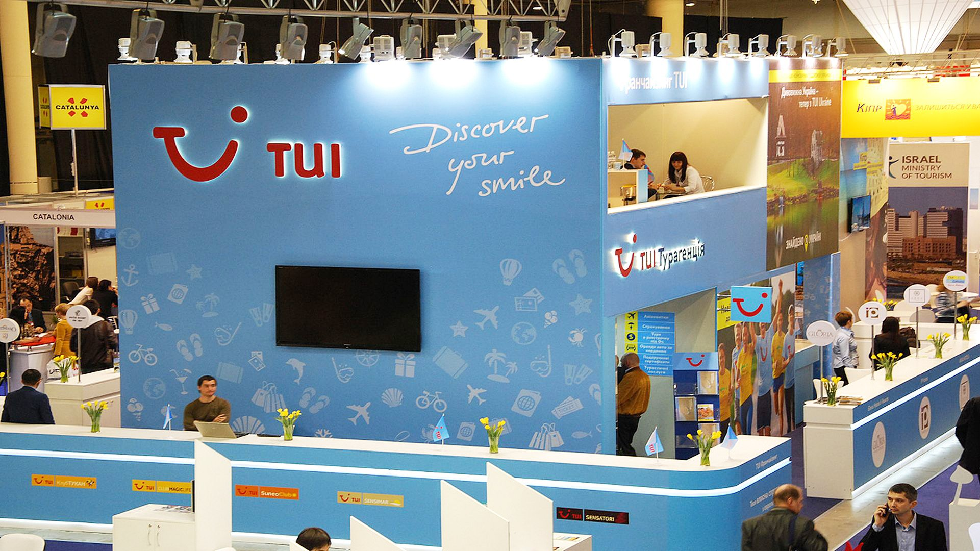 tui exhibition stand with meeting room