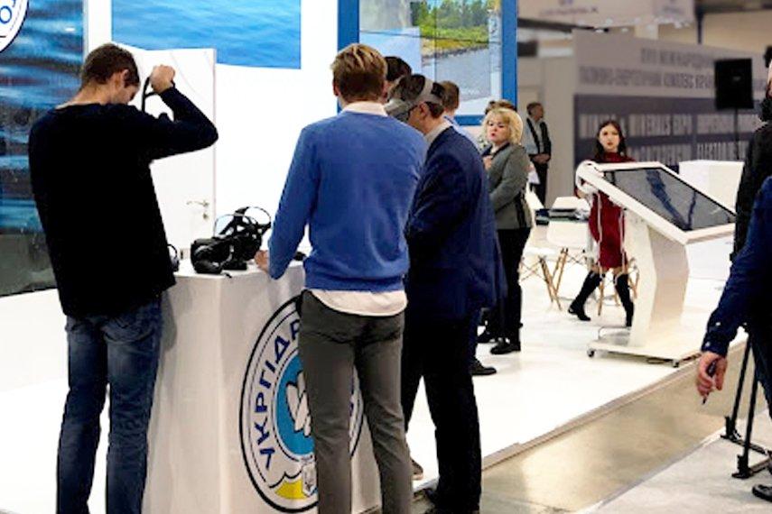 Выставочный стенд с очками виртуальной реальности в Украине