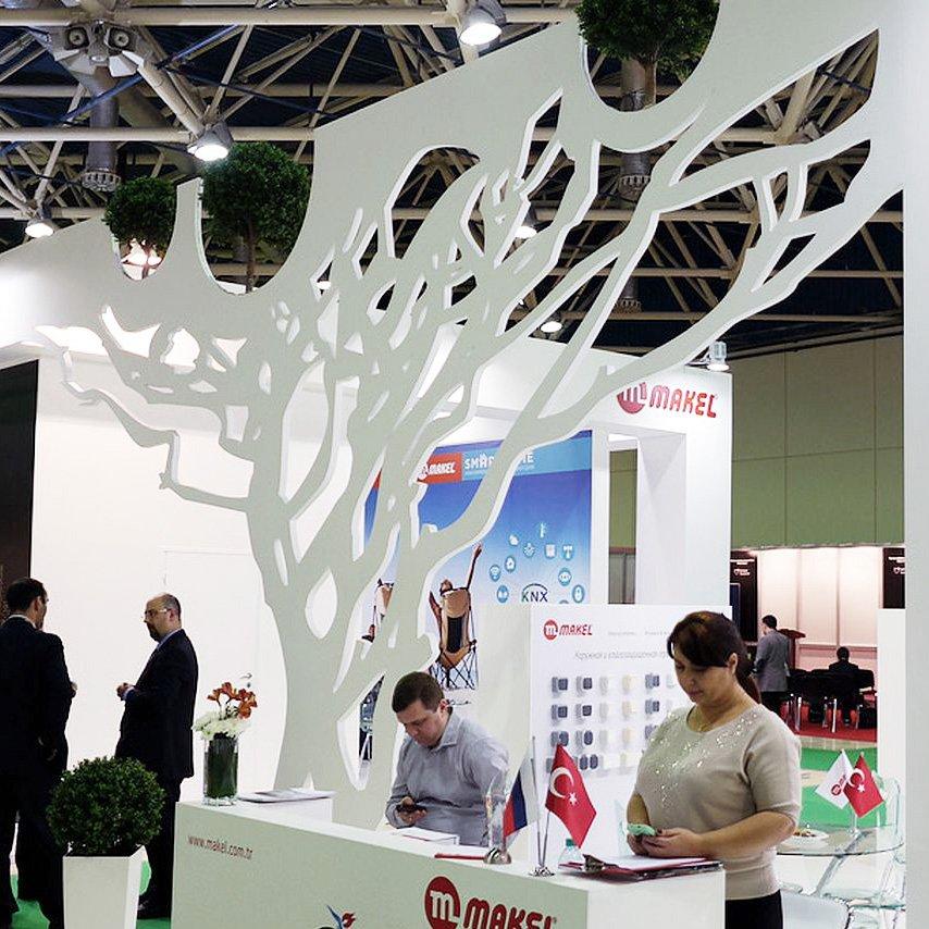 Эксклюзивный стенд с деревянным деревом в России