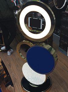 селфи-камера на стенде