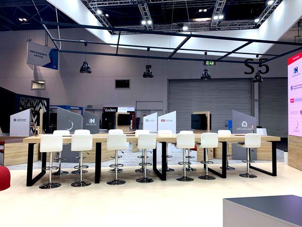 место для быстрых переговоров, выставочном стенде в Лондоне